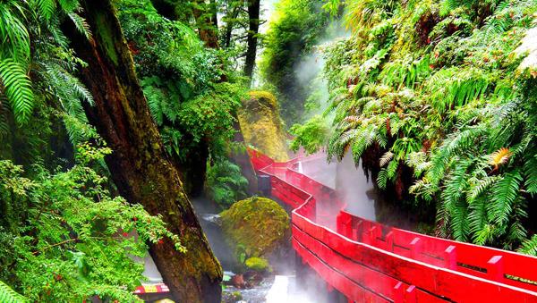 Suối nước nóng Termas Geometricas, thành phố Pucon, Chile